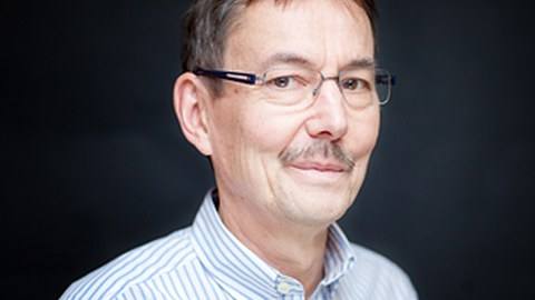 Ein Foto von Professor Zoltán Sasvári