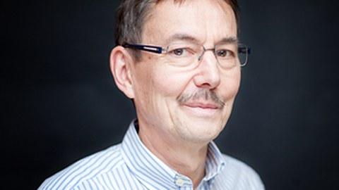A photo of Prof. Zoltán Sasvári