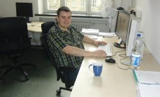 Sebastian Reuther am Arbeitsplatz