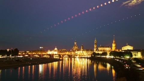 Fotoserie der totalen Mondfinsternis vom 27.7.2018, von der Marienbrücke fotografiert