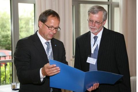 Professor Skrotzki erhält die Tammann-Gedenkmünze 2011