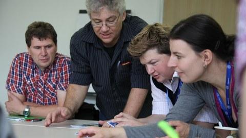 Lehrkräfte bei einer Fortbildung