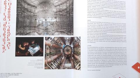 Aufgeschlagenes Buch mit Doppelseite zum Institut für Kern- und Teilchenphysik