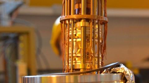 Mit dem ISOLTRAP Massenspektrometer können instabile Kerne vermessen werden.