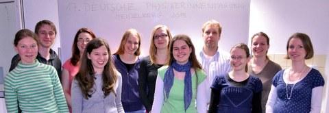 Monica Dunford und Physikerinnen