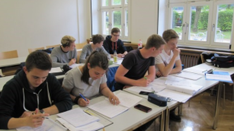 Studierende im Lernraum