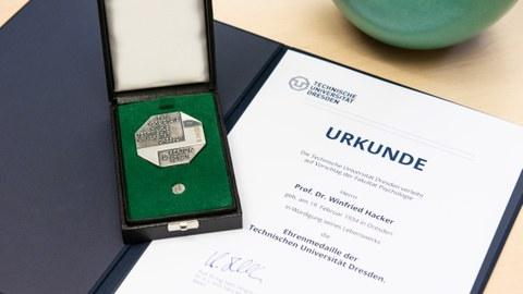 Ehrenmedaille Prof. Hacker