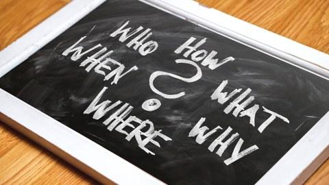 Kleine Tafel mit W-Fragen
