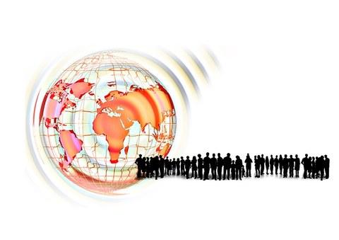 Bild zum Thema Personalpsychologie als symbolische Darstellung der Erde und einer großen Menge von Menschen, in einer Schlange stehend