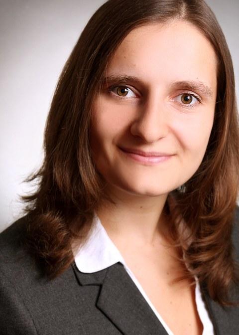 Passbild Nadine Reßnik