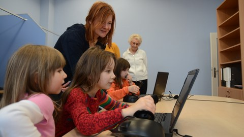 Children trying out an experiment at a PC