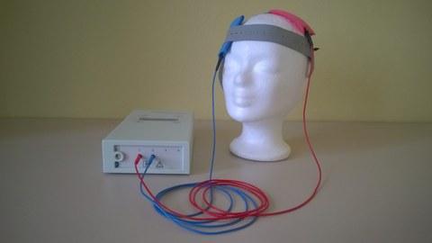 Bestandteile von transcranial direct current stimulation: Elektroden und Stimulator