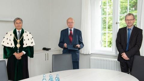 Auszeichnung Prof. Hacker