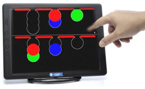 An einem Tablet mit Touchscreen bearbeiten Sie Computertests zur Messung u.a. der Konzentrationsfähigkeit Ihres Gehirns.