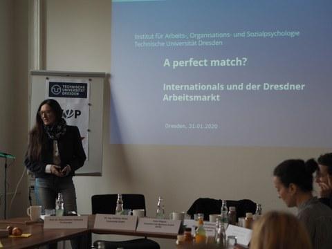 Prof. Dr. Petra Kemter-Hofmann bei der Präsentation ihrer neuen Studie.