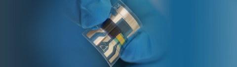 Darstellung einer hauchdünnen und flexiblen Sensorfolie, basierend auf kostengünstigen organischen Halbleitern