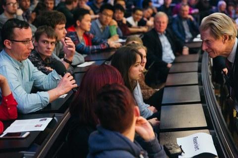 Frage aus dem Publikum an Sir Gurdon