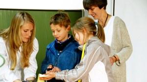 Kinder bei einer Vorlesung der Kinderuniversität
