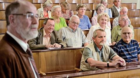 Senioren im Hörsaal der TU Dresden