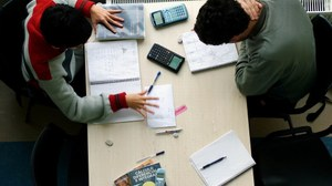 Studenten am Tisch