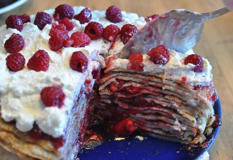 A plate of pannkakstårta - a cake made from many layers of pancakes and berriesen Pfannkuchen mit Beeren