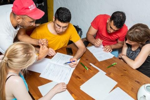 Hausaufgabentreff-Studierende mit Flüchtlingen