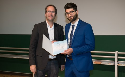 Mahmood Jabbasseh was honoured with the DAAD Award 2019. It was presented by Prof. Dr. rer. nat. habil. Hans Georg Krauthäuser, TU Dresden's Vice-Rector for Academic and International Affairs.
