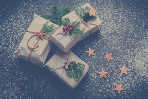 Geschenke von oben mit Kunstschnee