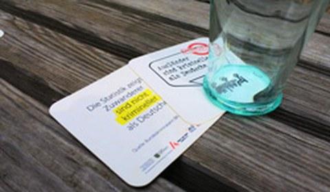 Bierdeckelaktion der AG Asyl