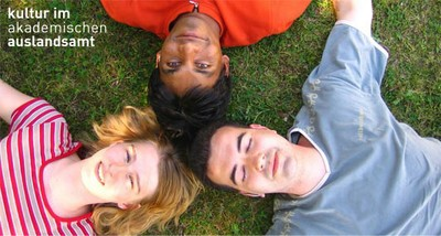 Cultural Office TUD - Three students lying on the grass