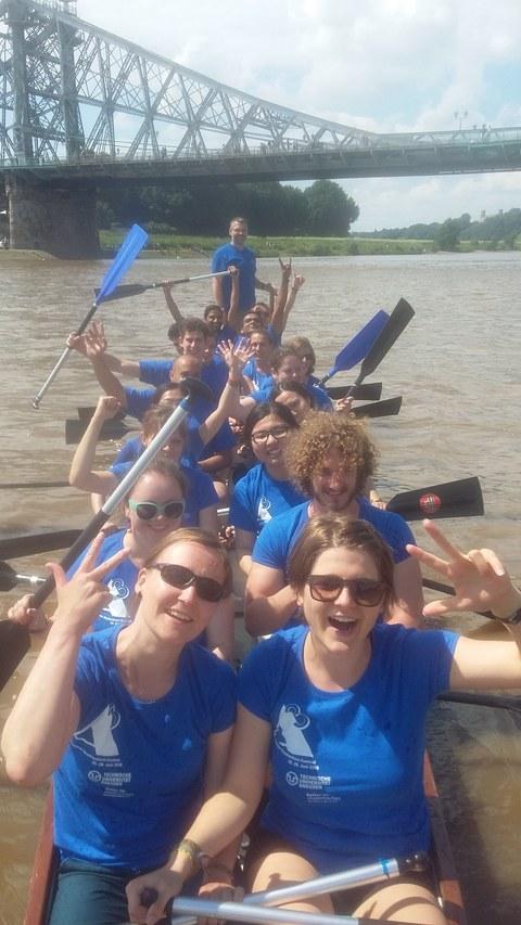 Drachenbootrennen beim Elbhangfest am Blauen Wunder