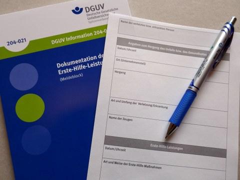 Abbildung der Broschüre DGUV - Dokumentation der Erste Hilfe Leistungen (Meldeblock)