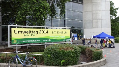 banner of TU Dresden environment day in front of the lecture hall