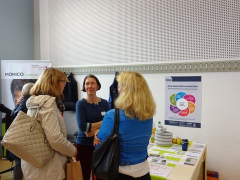 Colleagues in conversation with the environmental coordinator