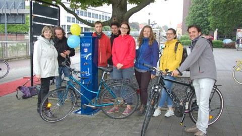 Einweihung der Fahrradservicestation vor dem HSZ