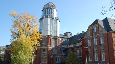 Blick von der George-Bähr-Str. auf den Beyer-Bau