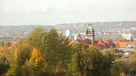 Blick von den Feldern der Südhöhe zum Campus der TU Dresden
