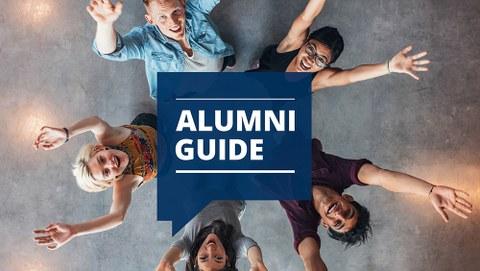 Titelbild Alumni Guide, 3 junge Absolventinnen, 2 junge Absolventen