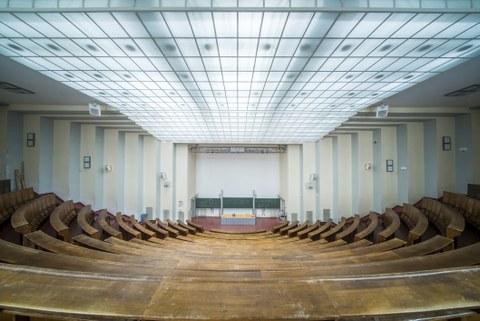 "Foto des Hörsaals ""Bombentrichter"""