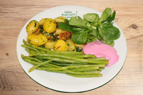 Plate with potatoes, asparagus, lamb's lettuce, red beet dip