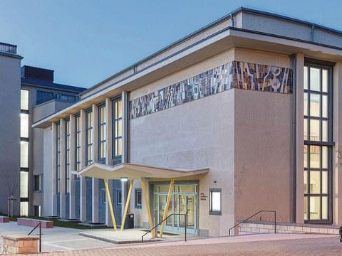 Barkhausenbau, Schönfeldhörsaal