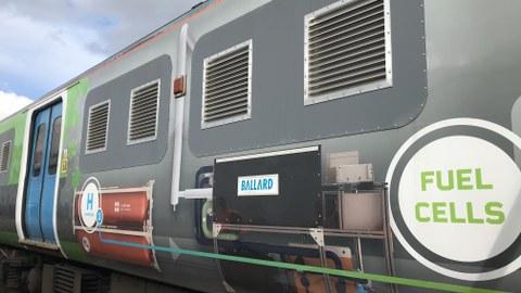 Seitenansicht eines Eisenbahnwagens mit Werbebeschriftung