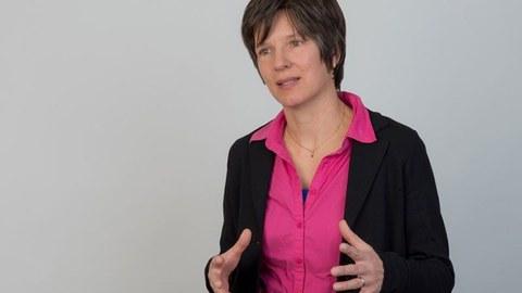 Porträtfoto von Frau Prof. Bühler