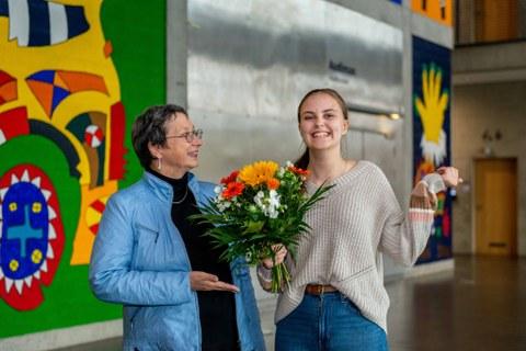 Katarina Stein gratuliert Mavie Steguweit