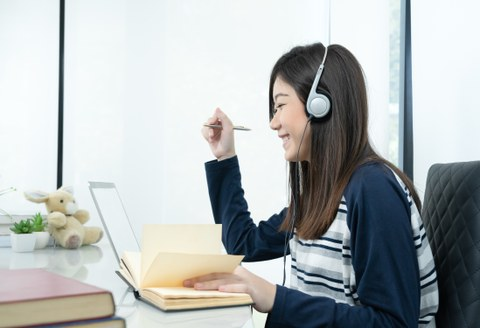 Studentin am Computer
