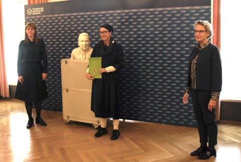 Demokratieministerin Katja Meier, Professorin Anja Besand, TUD-Rektorin Professorin Ursula Staudinger