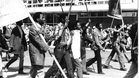 Afrikanische Studierende der TUD bei einer Demo zum 1. Mai.