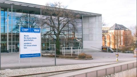 Front des Hörsaalzentrums
