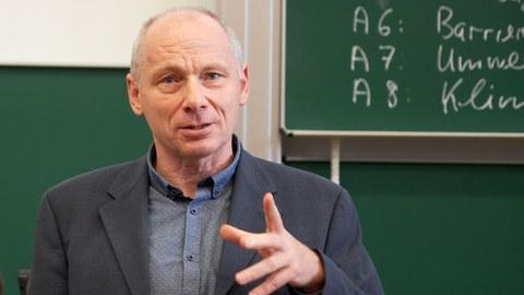 Portraitfoto von Prof. Udo Becker