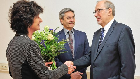 Prof. Werner Hufenbach mit Staatsministerin Dr. Eva-Maria Stange und TUD-Rektor Prof. Hans Müller-Steinhagen.